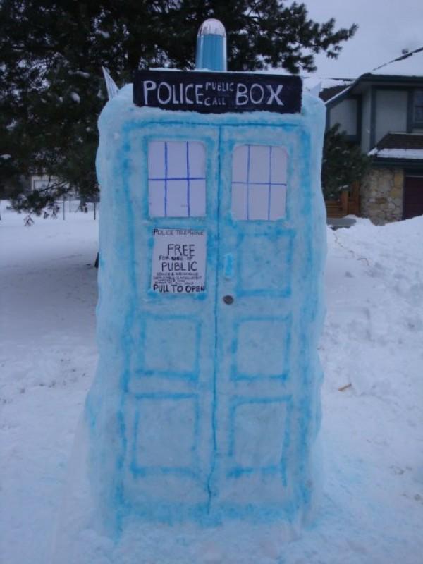 dr-who-tardis-snow-sculpture