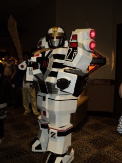 robot_cosplay_by_millerofthesand