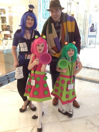 6b957d13f70496bc0c4b4568a57a8987-doctor-who-family-cosplay