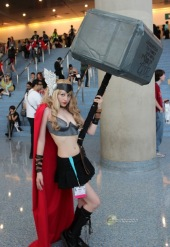 lady-thor-big-hammer-cosplay