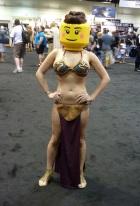cosplay-starwars-mashup-lego-slave-leia